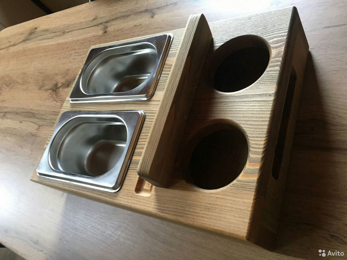 Пивница из дерева, столик из дерева